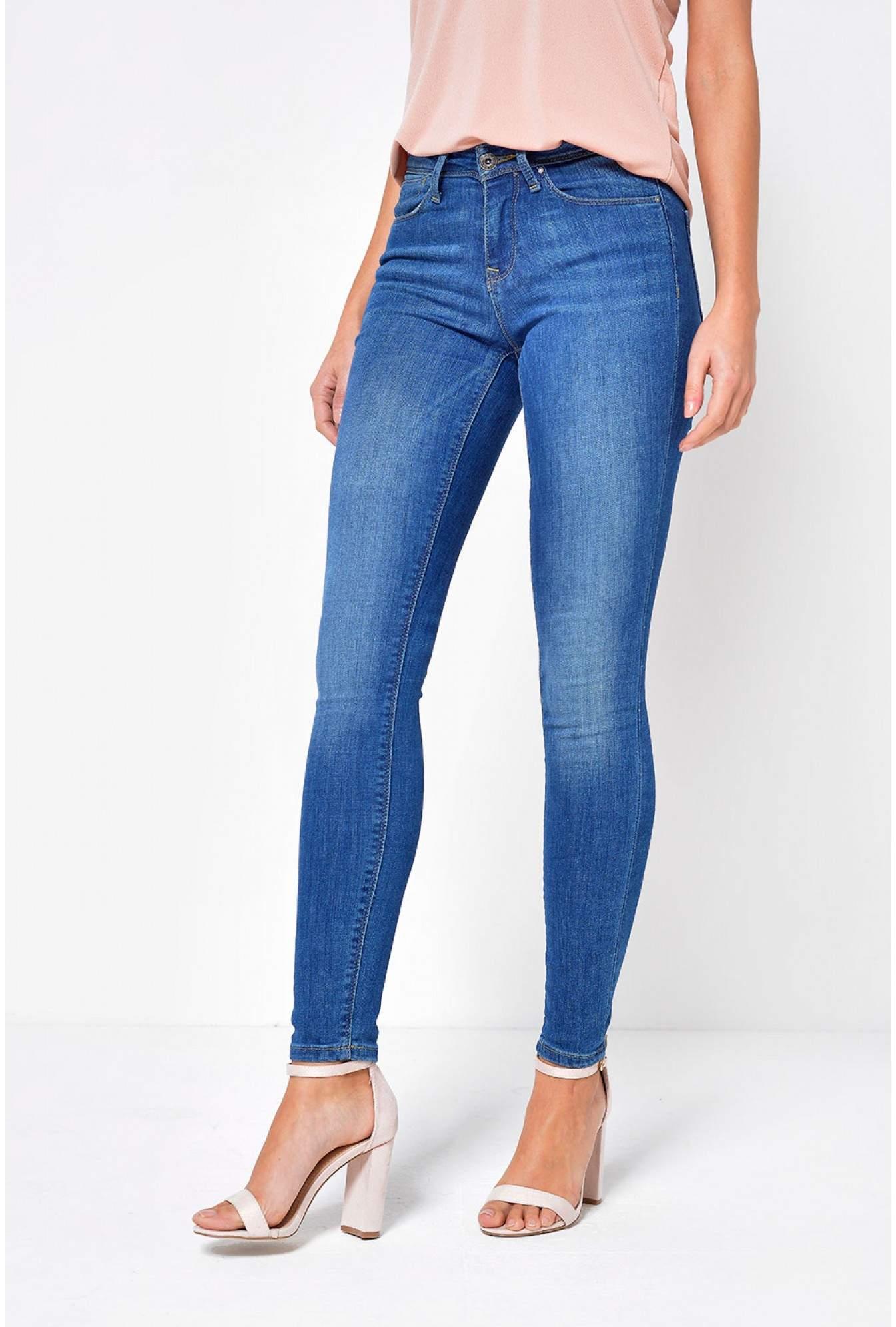 f1c31e3e95d Only Carmen Regular Skinny Fit Jeans in Medium Blue Denim