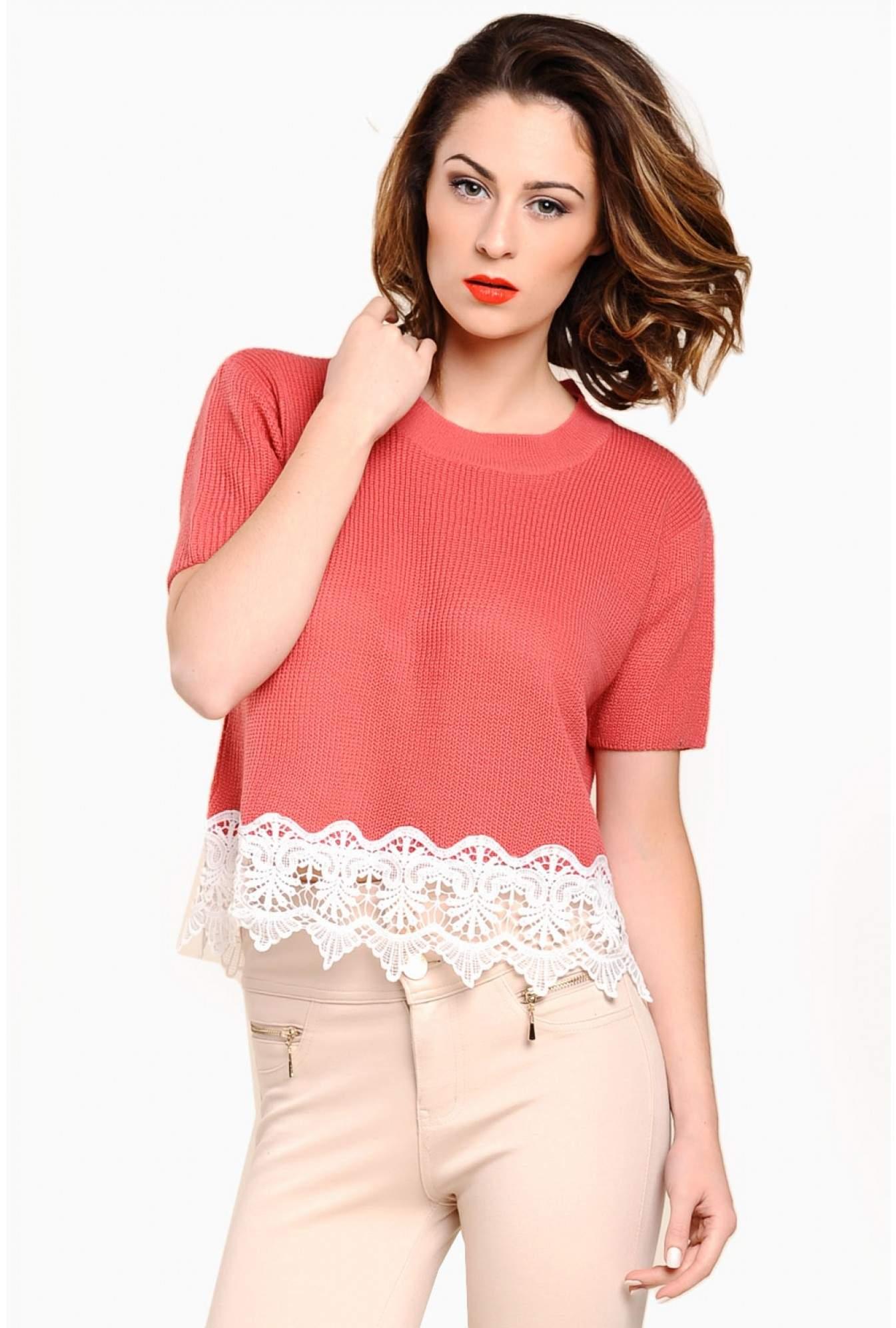 bc19e016a09 Stella Blair Crochet Hem Knit Crop Top in Pink | iCLOTHING