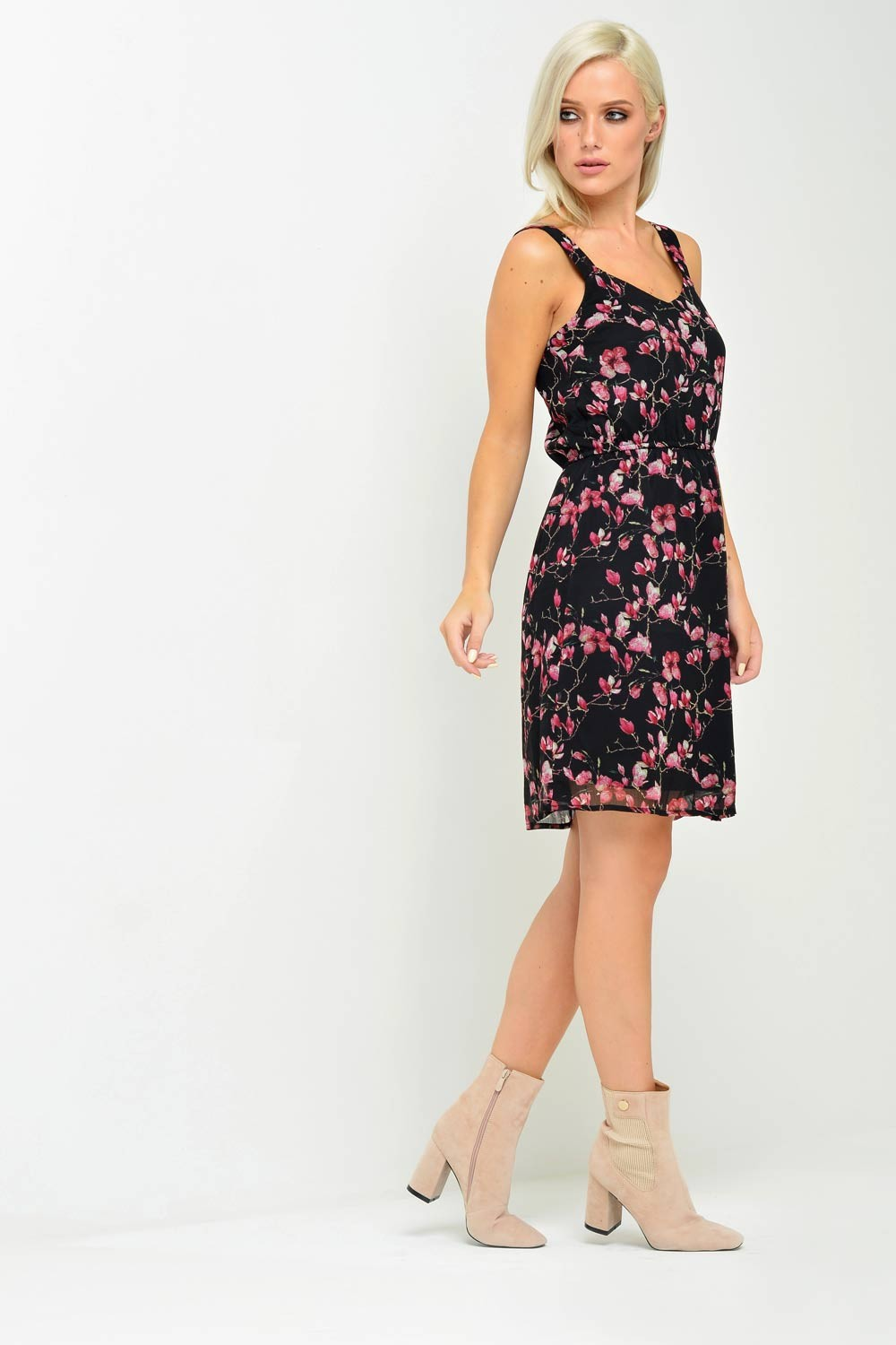 Mona S/L Short Floral Dress in Black and Pink