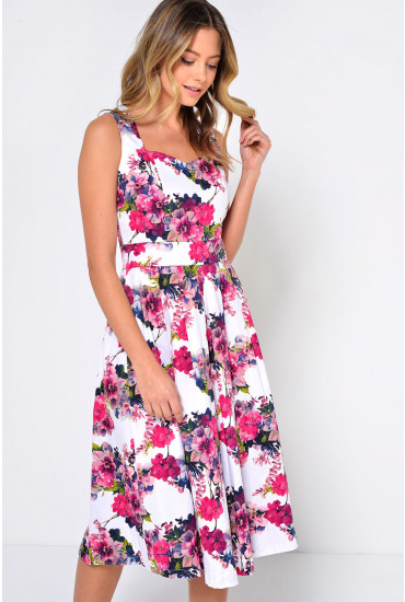 Coy Floral Pleated Dress in Pink