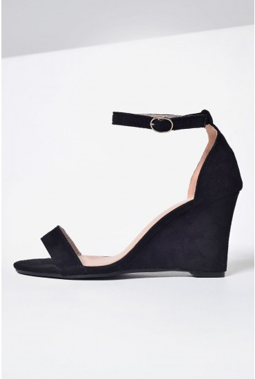 Lola Wedge Sandal in Black