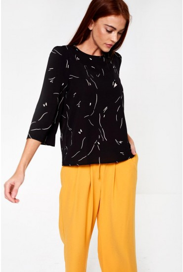 Gianna Three Quarter Sleeve Printed Top in Black